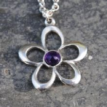 Flower pendant necklace with amethyst P07